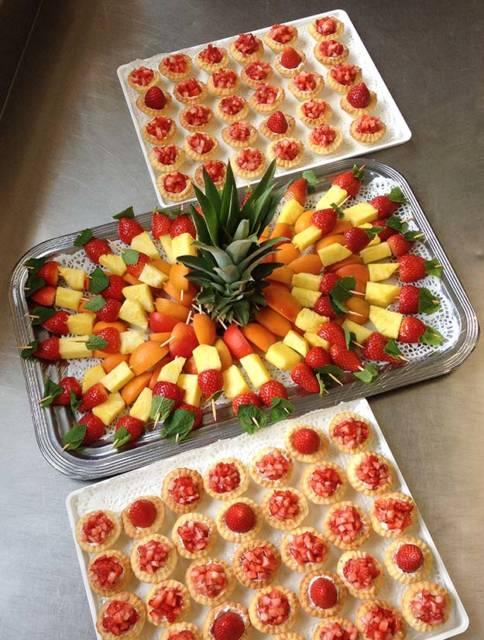 Brochettes et tartelette de fruits de saison